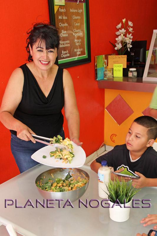 Disfrutando una ensalada en Citrux Salads