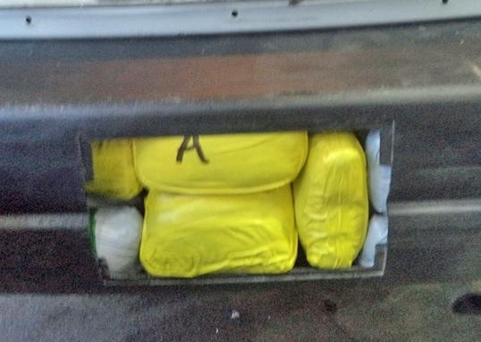La metanfetamina oculta en el parachoques vehicular de 8 de agosto de, 2016 Nogales. Fuente: Aduanas de EE.UU. y Protección Fronteriza